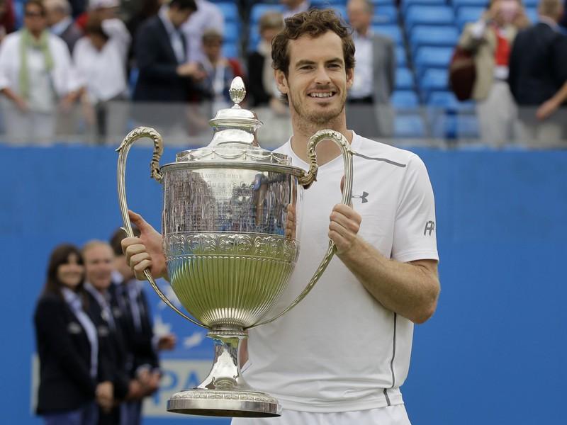Andy Murray s víťaznou trofejou