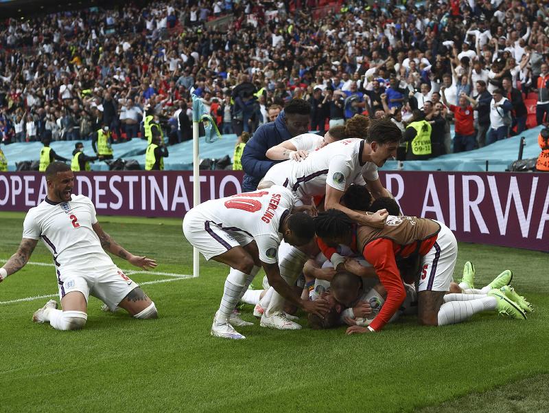 Futbalisti Anglicka sa radujú z gólu