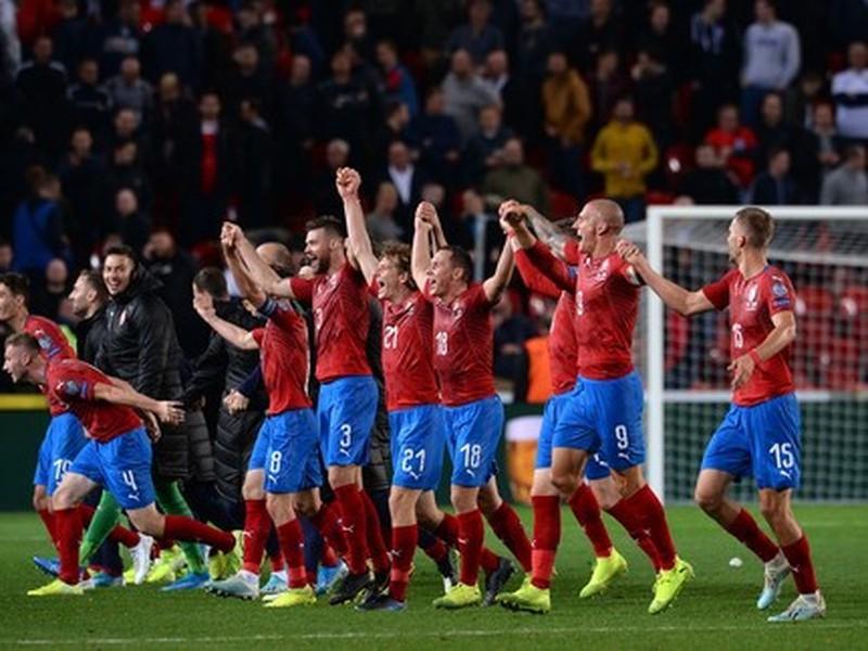 Hráči Česka oslavujú skvelé víťazstvo nad Anglickom