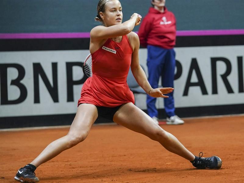Anna Karolína Schmiedlová v úvodnej dvojhre kvalifikačného duelu o postup na finálový turnaj Pohára federácie Slovensko - Veľká Británia