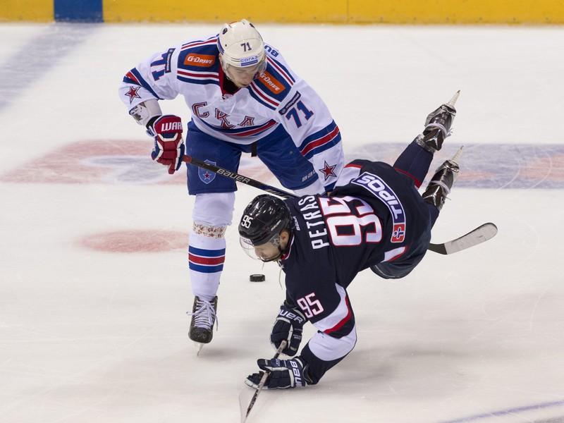 Anton Burdasov (vľavo)