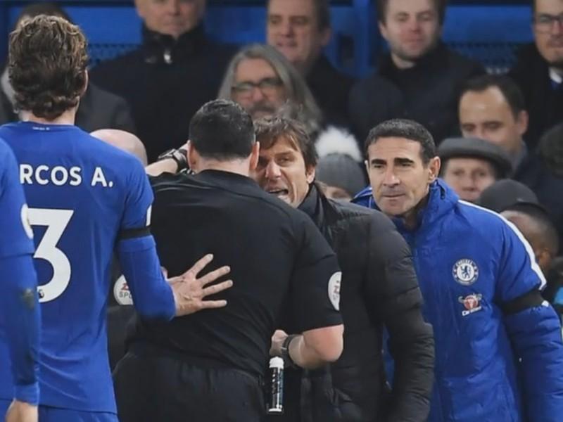 Antonio Conte v hádke s hlavným rozhodcom