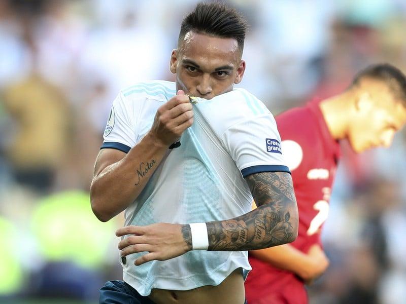 Lautaro Martinez sa teší z gólu