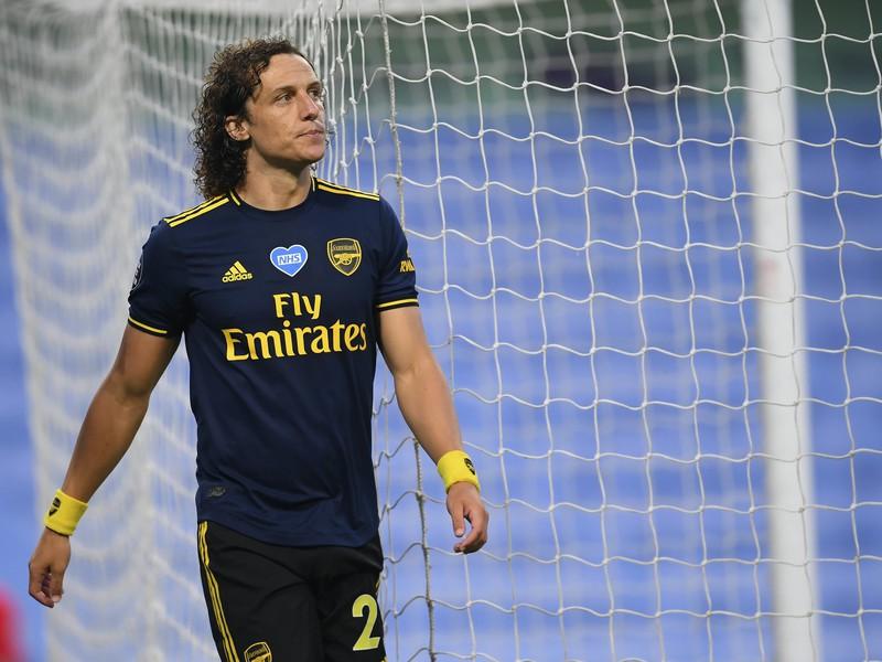 David Luiz opúšťa ihrisko po červenej karte