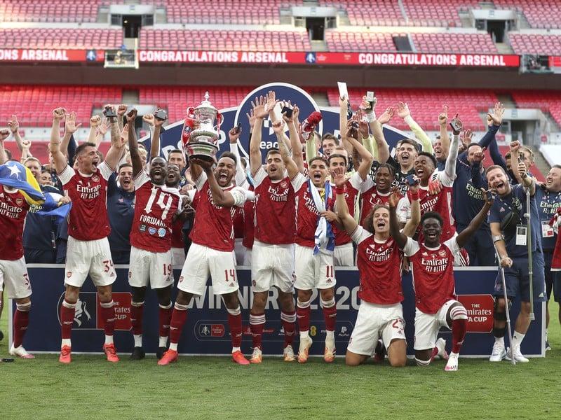 Arsenal Londýn oslavuje zisk FA Cupu