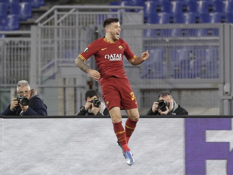 Hráč Ríma Carles Perez oslavuje gól do bránky Gentu