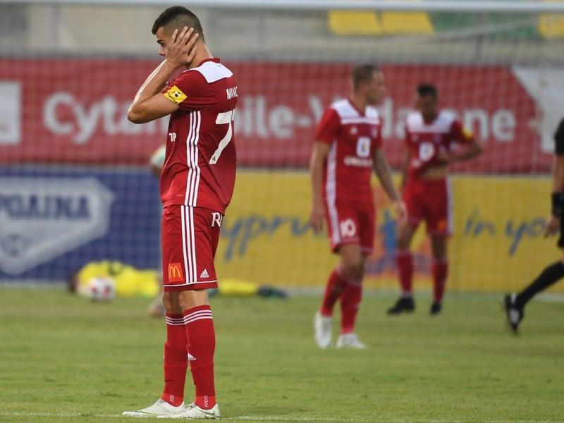 Na snímke hráči Trenčína po prehre 3:0 v odvete play off Európskej ligy AEK Larnaka - AS Trenčín