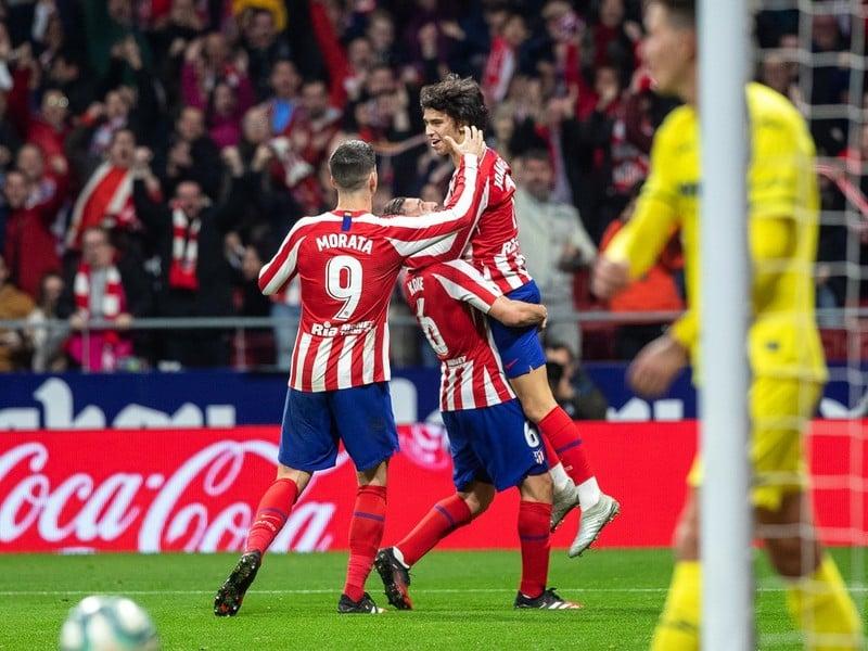 Álvaro Morata a Joao Félix oslavujú gól Atlética