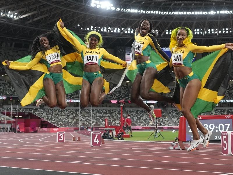 Jamajčanky zlaté v štafete na 4x100 m