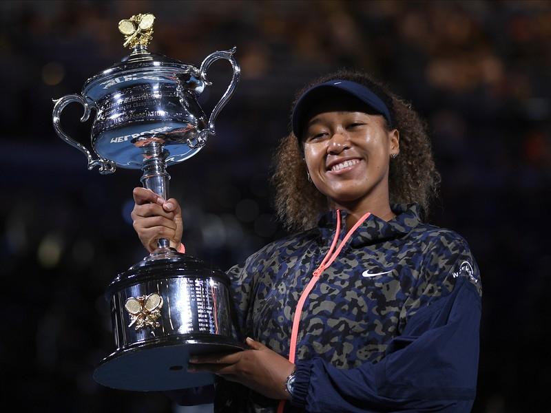 Naomi Osaková s trofejou