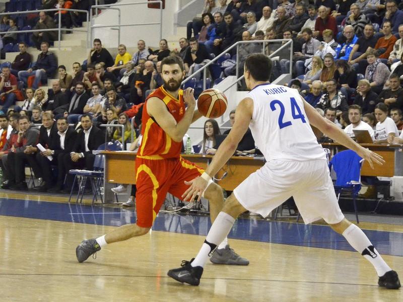 Zľava: Andrej Magdevski z Macedónska a Kyle Kuric zo Slovenska