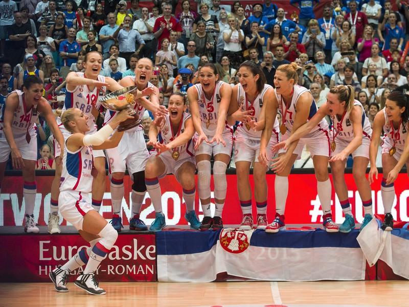 Srbské basketbalistky oslavujú finálový triumf