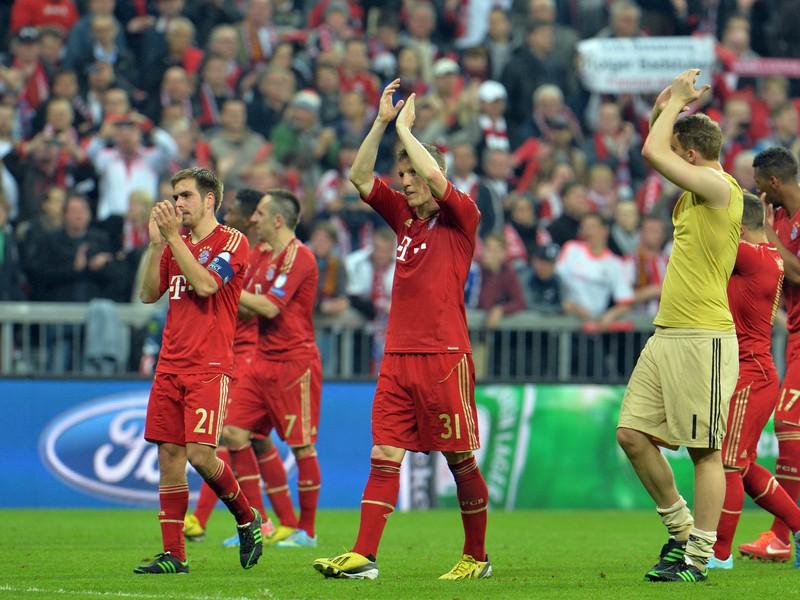Hráči Bayernu Mníchov zdravia fanúšikov po výhre nad Barcelonou