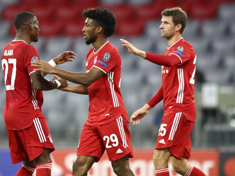 Radosť hráčov Bayernu po góle do siete Atlética Madrid