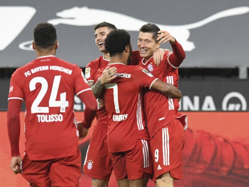 Robert Lewandowski sa teší z gólu