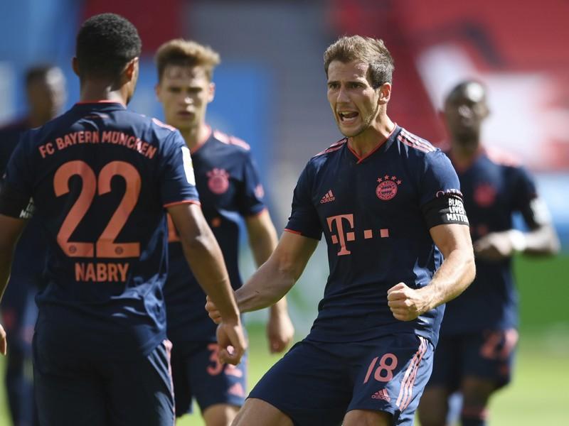Futbalisti Bayernu oslavujú gól