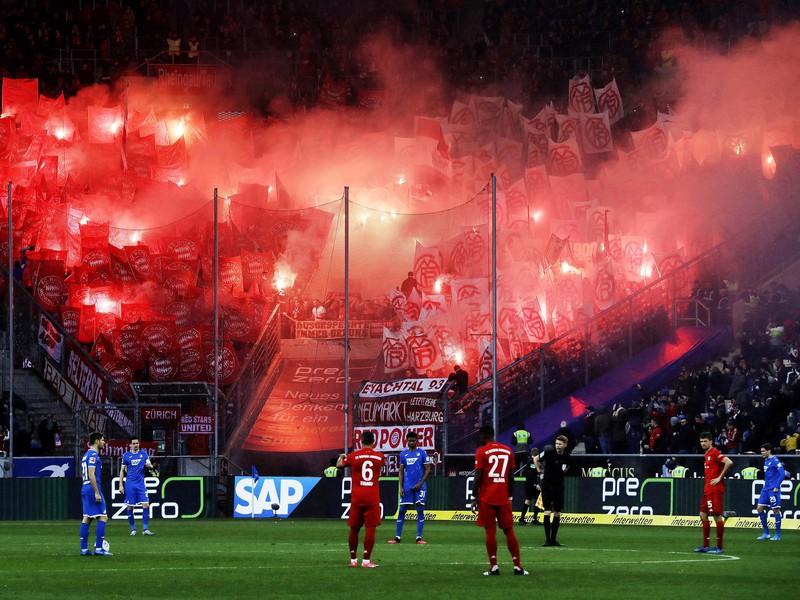 Fanúšikovia Bayernu rozpútali bengálsku šou