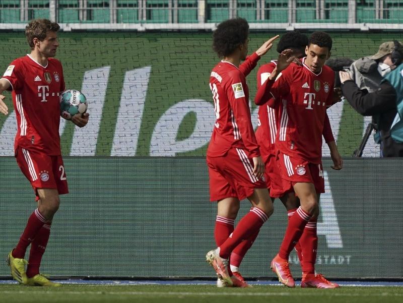 Jamal Musiala a jeho gólové oslavy so spoluhráčmi