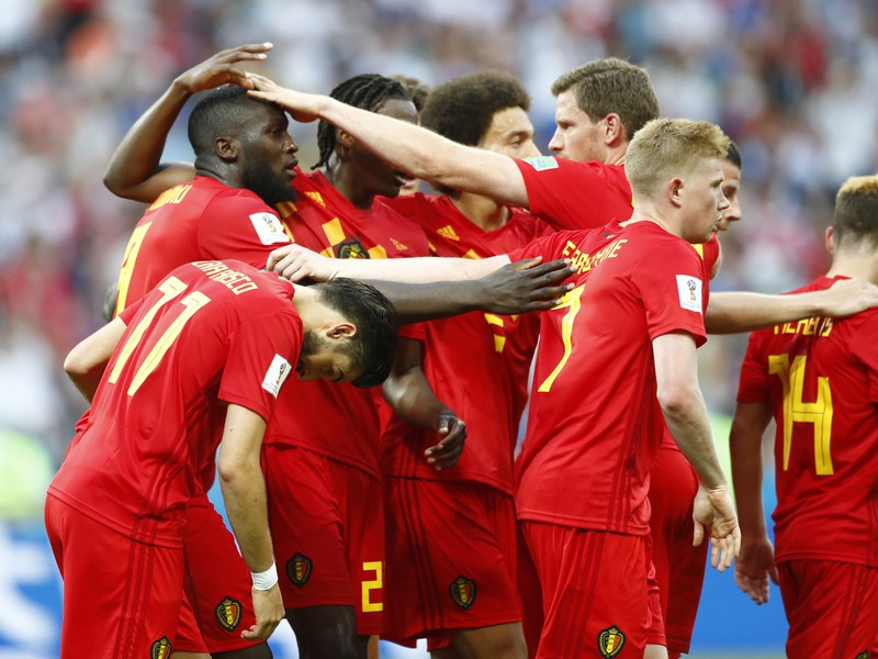Romelu Lukaku so spoluhráčmi oslavuje svoj gól
