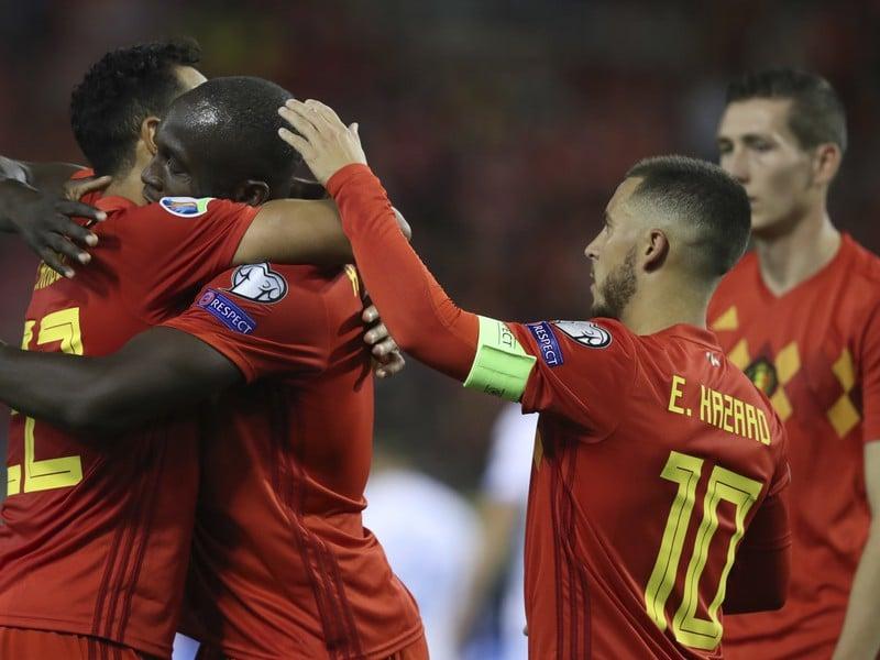 Romelu Lukaku oslavuje so spoluhráčmi gól