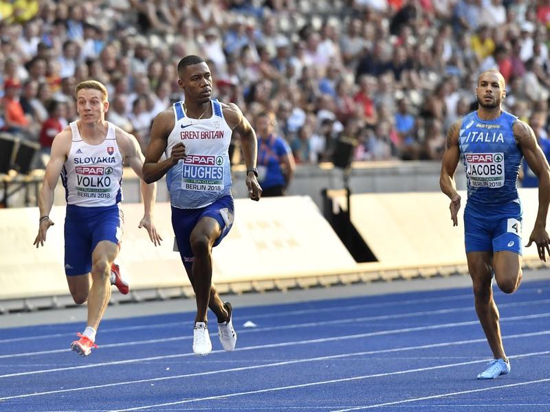 Zľava slovenský šprintér Ján Volko, Brit Zharnel Hughes a Talian  Lamont Marcell Jacobs počas semifinále mužov na 100 m na 24. majstrovstvách Európy atlétov v Berlíne