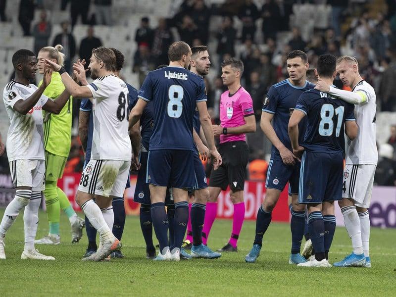 Hráči Slovana a Besiktasu Istanbul sa zdravia po odvetnom stretnutí