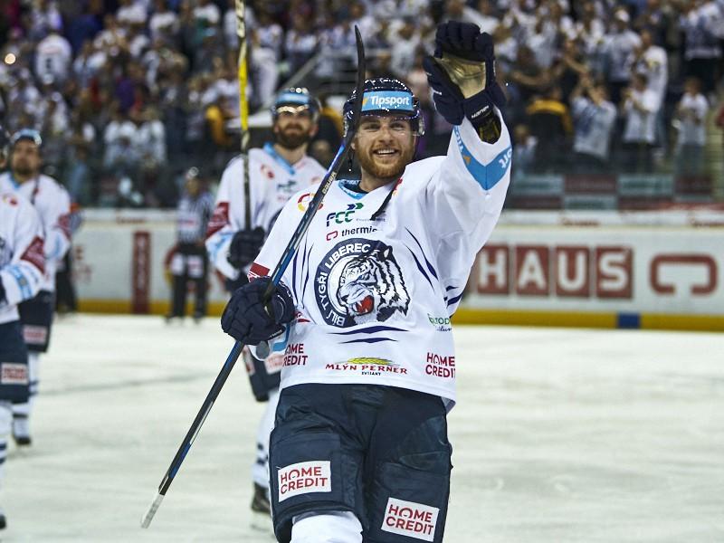 Adam Janošík oslavuje gól