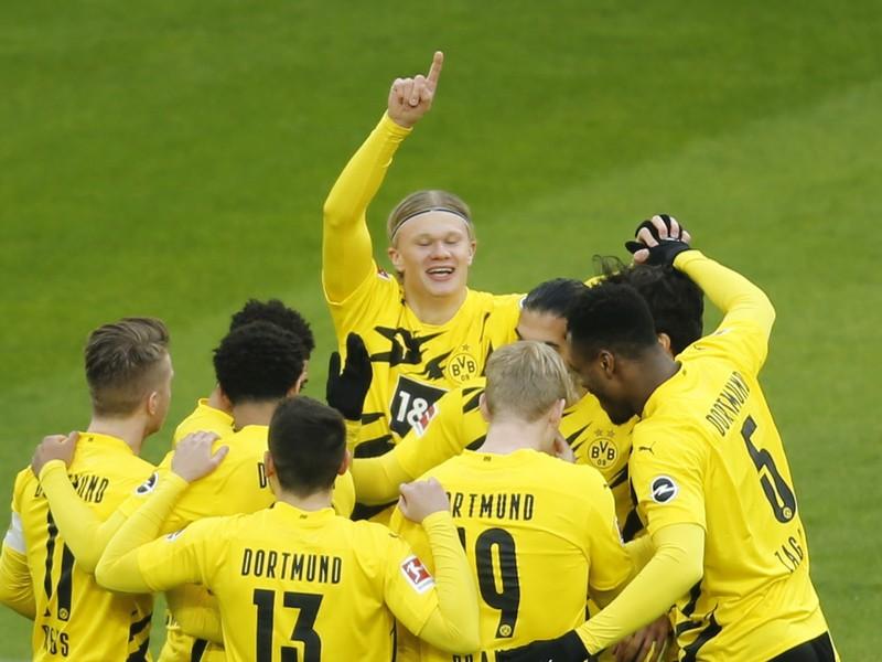Hráči Dortmundu sa tešia z gólu