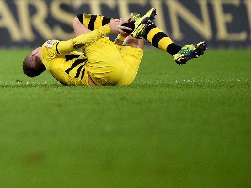 Smoliar Marco Reus sa na futbalové trávniky vráti najskôr v januári