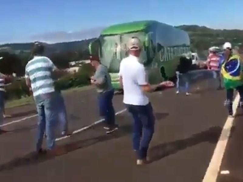Fanúšikovia zaútočili na autobus s hráčmi Brazílie
