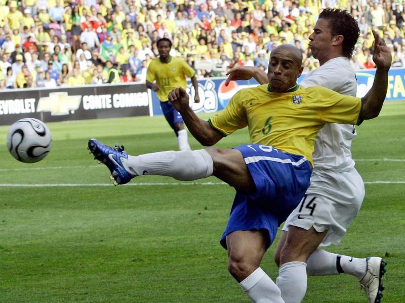 Roberto Carlos v drese Penta Campeones