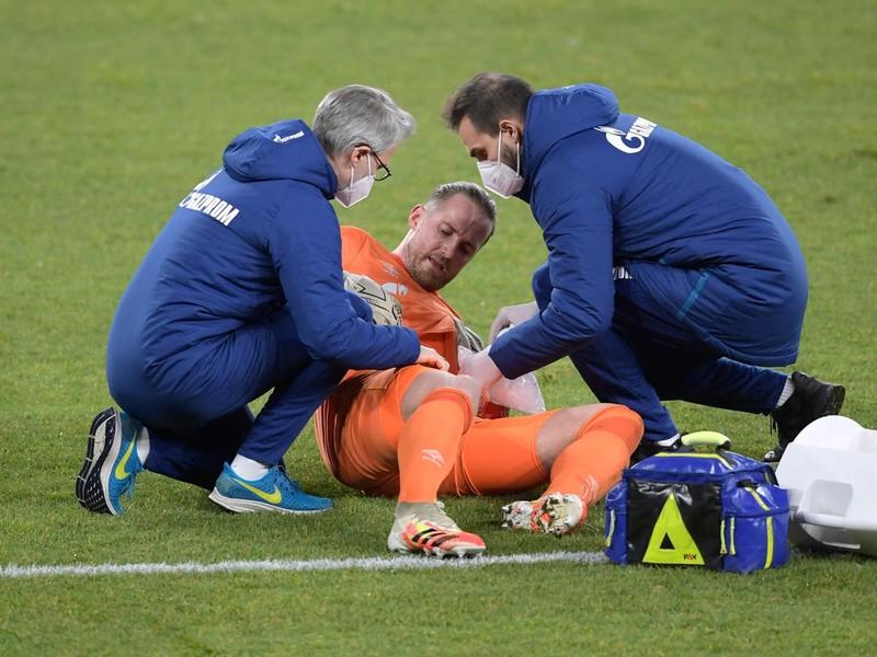 Zranený brankár Schalke Ralf Fährmann