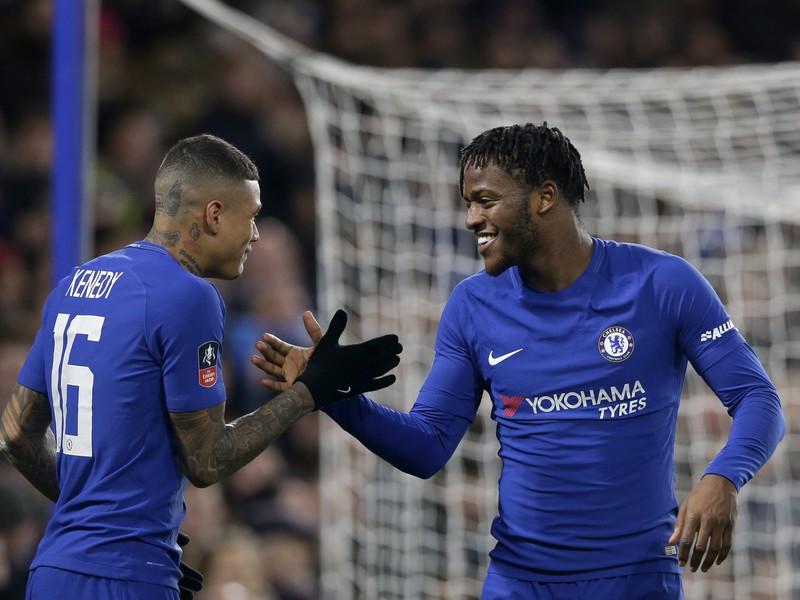 Michy Batshuayi oslavuje gól Chelsea