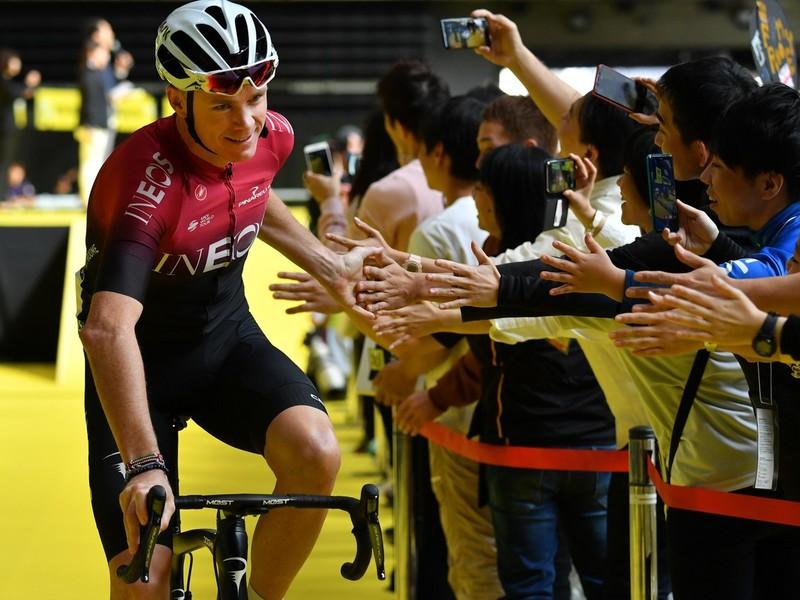 Chris Froome sa v Japonsku dočkal veľkej podpory fanúšikov