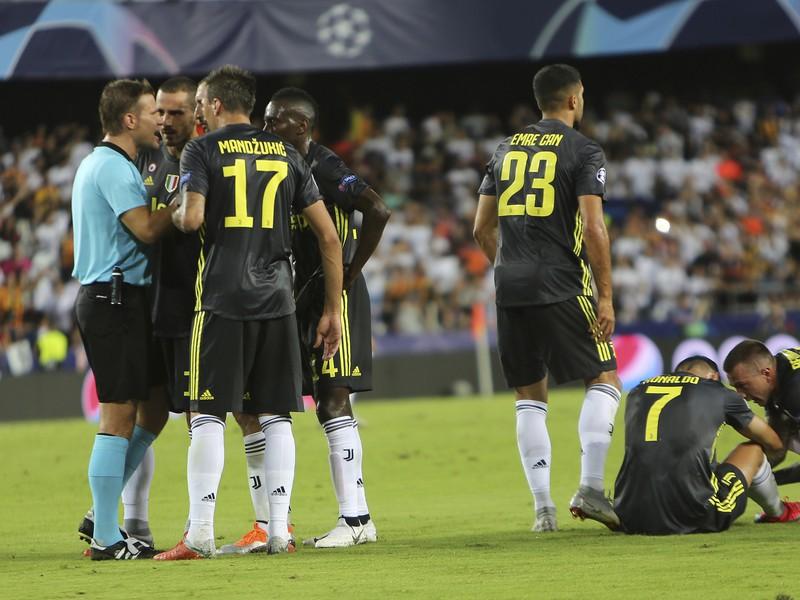 Nemecký rozhodca Felix Brych vylúčil Cristiana Ronalda