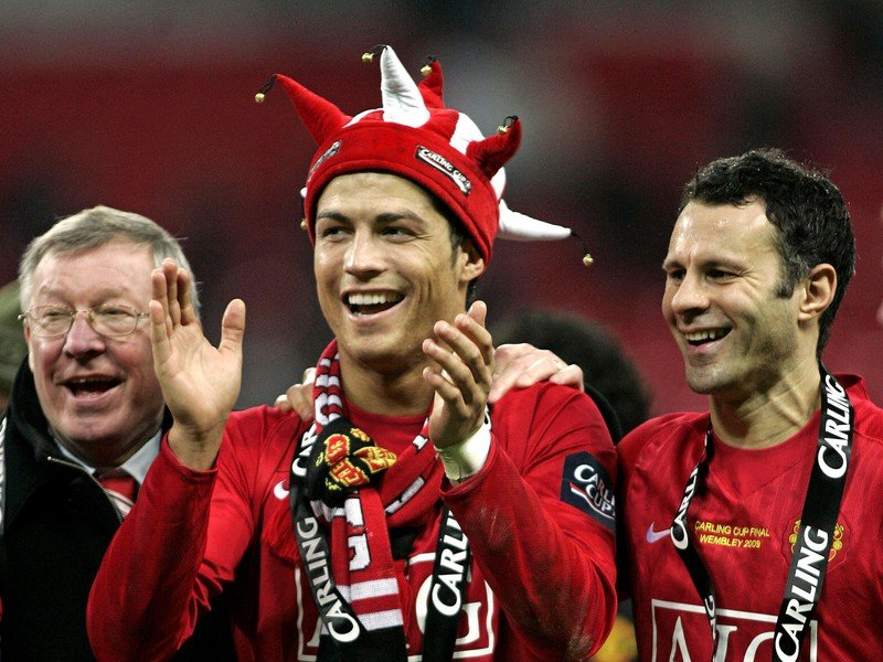 Cristiano Ronaldo a Ryan Giggs pri oslavách ligového titulu s Manchestrom United