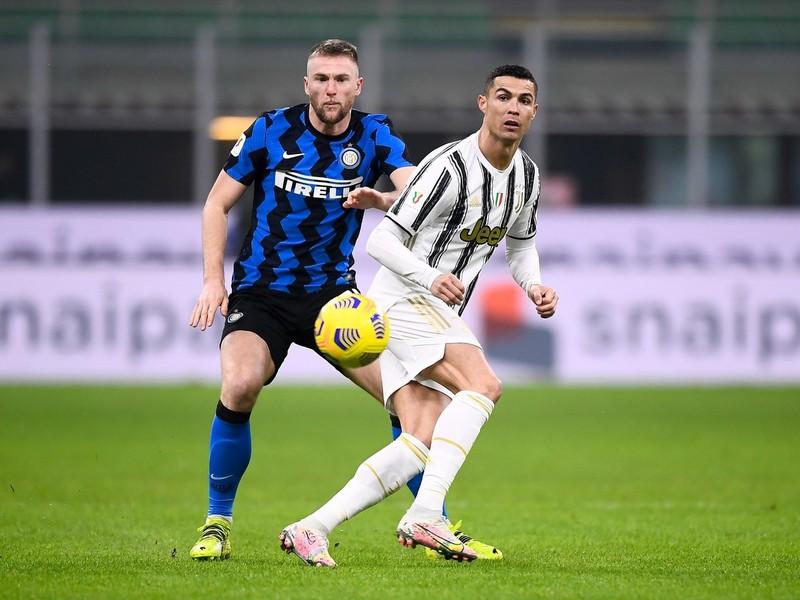 Milan Škriniar a Cristiano Ronaldo