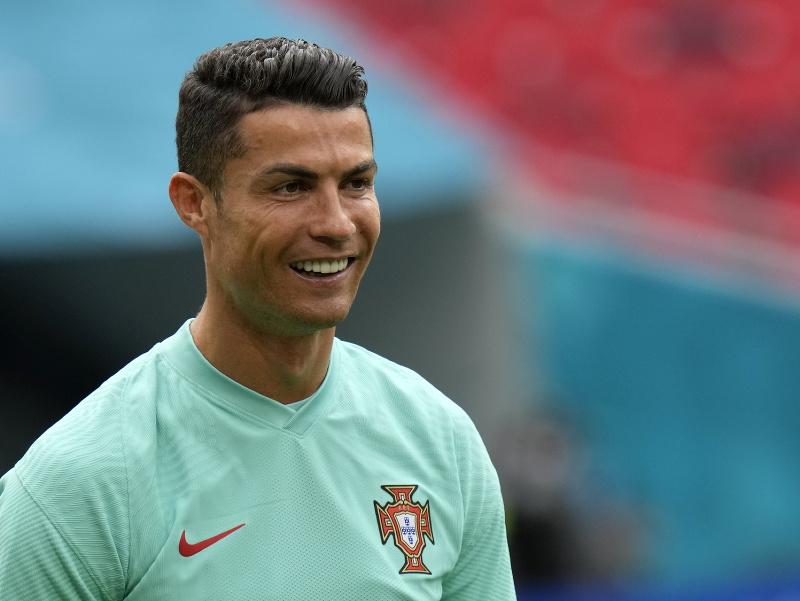 Portugalský futbalista Cristiano Ronaldo na predzápasovom tréningu