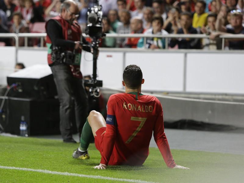Cristiano Ronaldo sa zranil v zápase proti Srbsku
