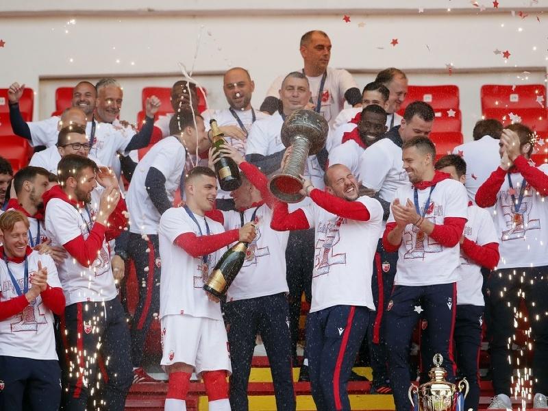 Hráči Crvenej Zvezdy s majstrovským pohárom