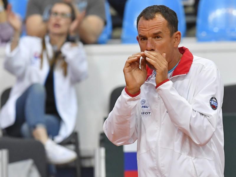 Na snímke nehrajúci kapitán Slovenska Dominik Hrbatý