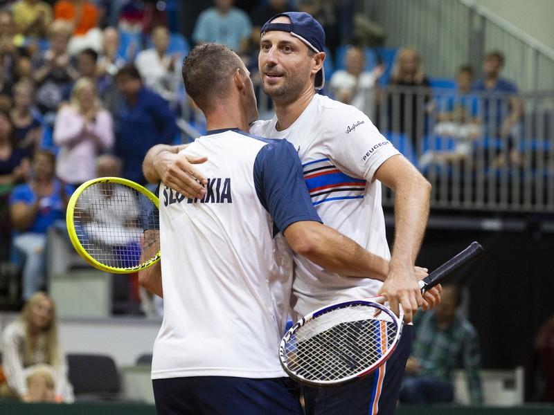 Filip Polášek a Igor Zelenay sa tešia po víťazstve