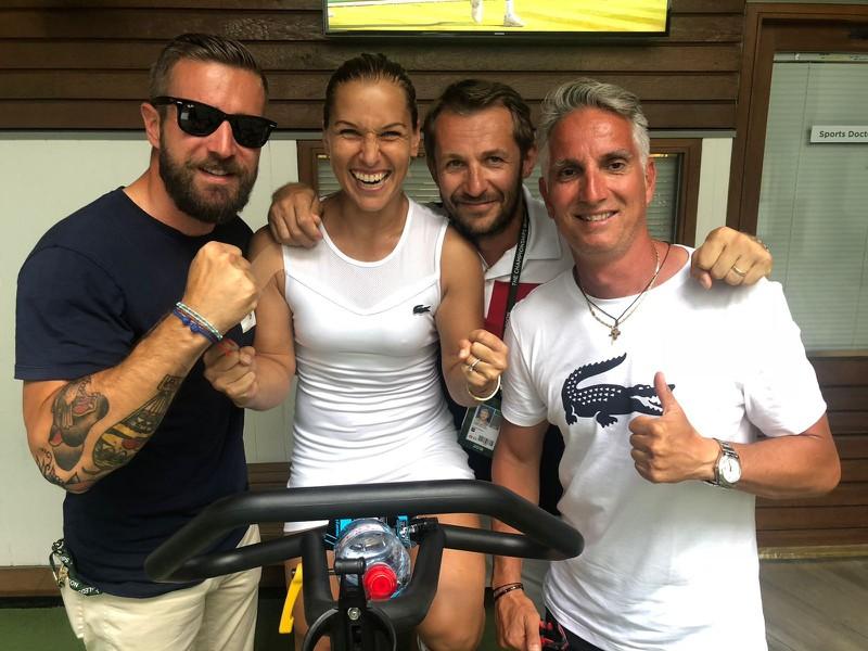 Dominika Cibulková so svojím tímom po zápase s Kontovou