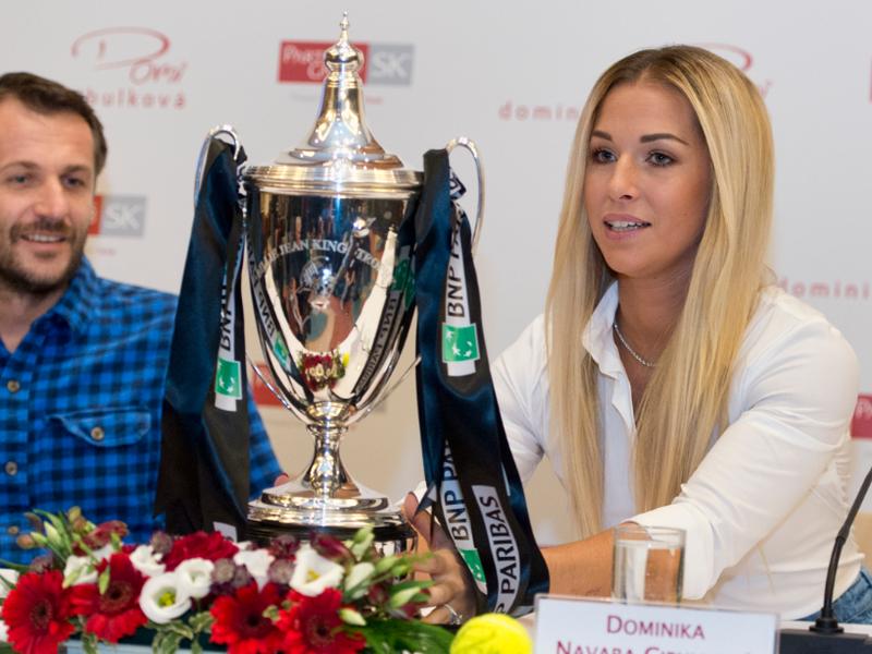 Dominika Navara Cibulková a vľavo jej tréner Matej Lipták