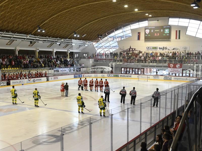 Na snímke vnútro zimného štadióna v Miškovci
