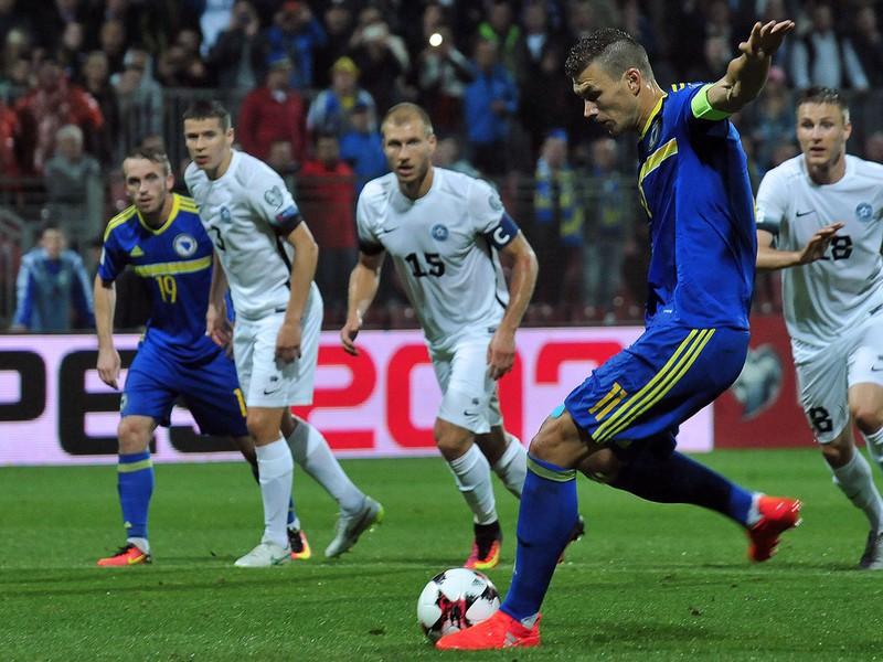 Edin Džeko v prvom vzájomnom kvalifikačnom súboji Estónska s Bosnou a Hercegovinou