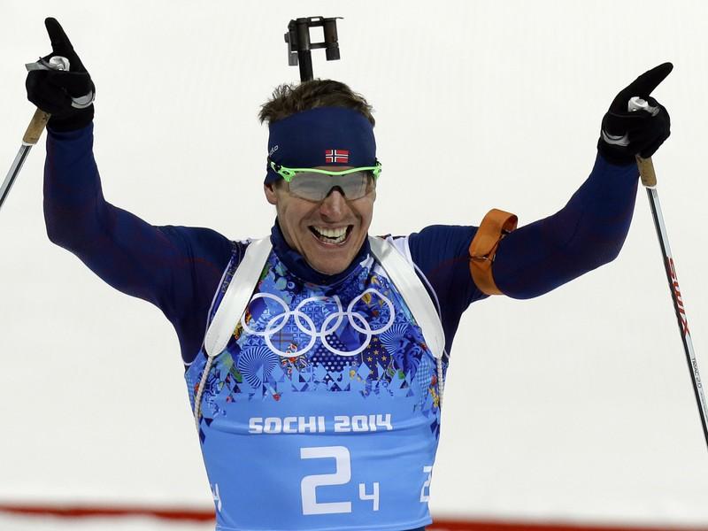 To je radosť! Nór Emil Hegle Svendsen v cieli biatlonovej štafety.