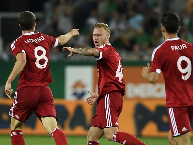 Trenčania zľava James Lawrence, Jeffrey Ket a Jakub Paur sa tešia po vedúcom góle AS