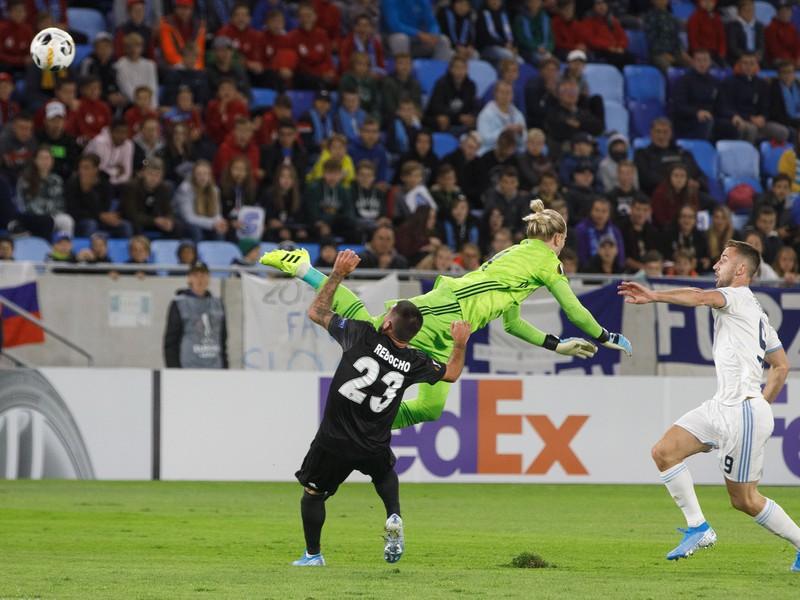 Obrovská chyba Lorisa Kariusa pri zrážke s vlastným spoluhráčom Rebochom priniesla gól Šporara