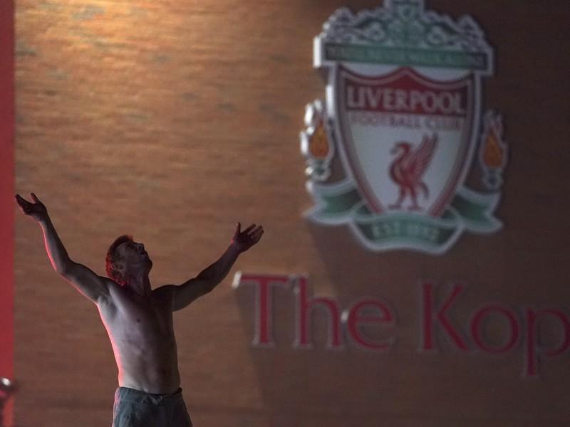 Oslavy fanúšikov Liverpoolu po zisku titulu anglickej Premier League